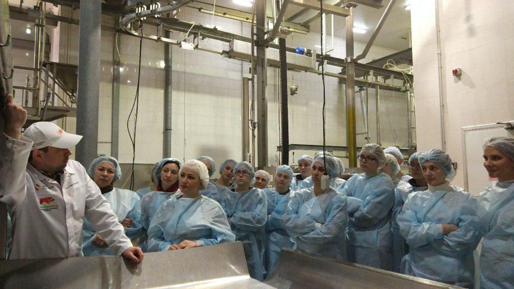 Сотрудники Goldman Group на экскурсии на мясокомбинате